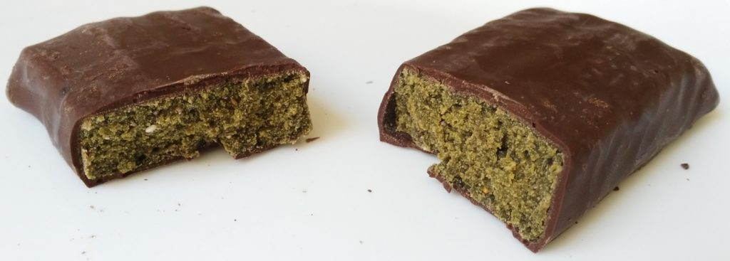 whole earth vegan green protein bar inside split